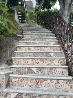 Such intricate tile work everywhere!