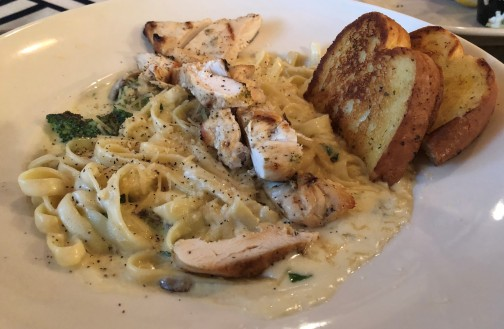 Chicken Alfredo at Snipes