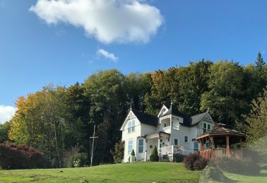 Beautiful homes along Altoona-Pillar Rock Road