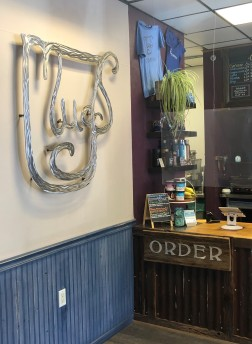 Inside the lovely Mugs Coffee